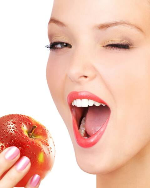 Woman-Eating-Apple1